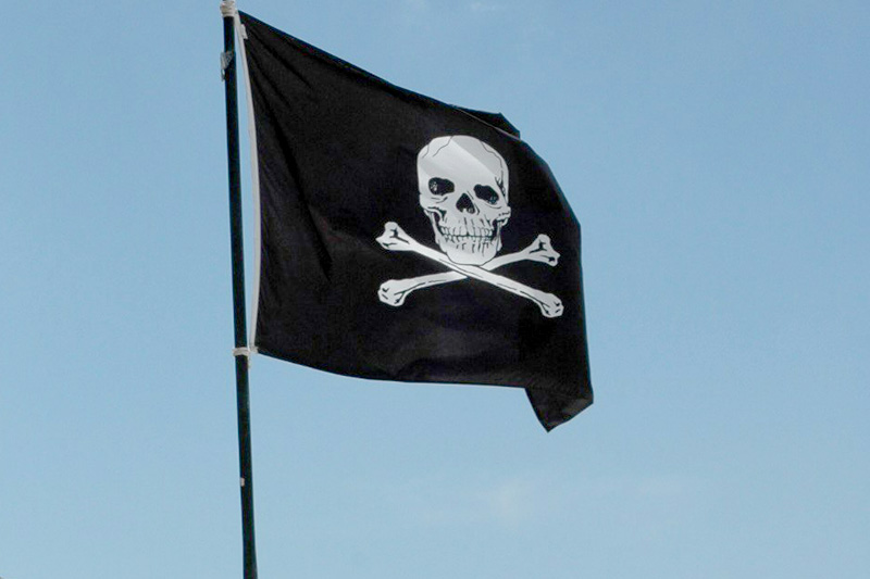 Lens Pirate Flag
